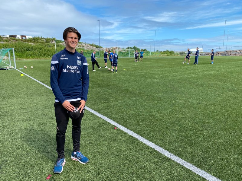 Sander Sverre er med i treningen til KBK Gatelag